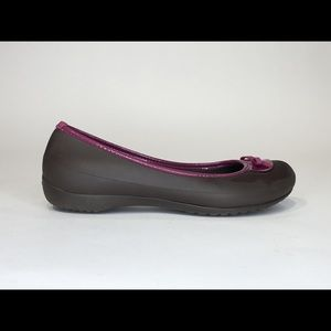 CROCS LINA SZ 10 BOW TIE SLIP ON BALLET FLATS
